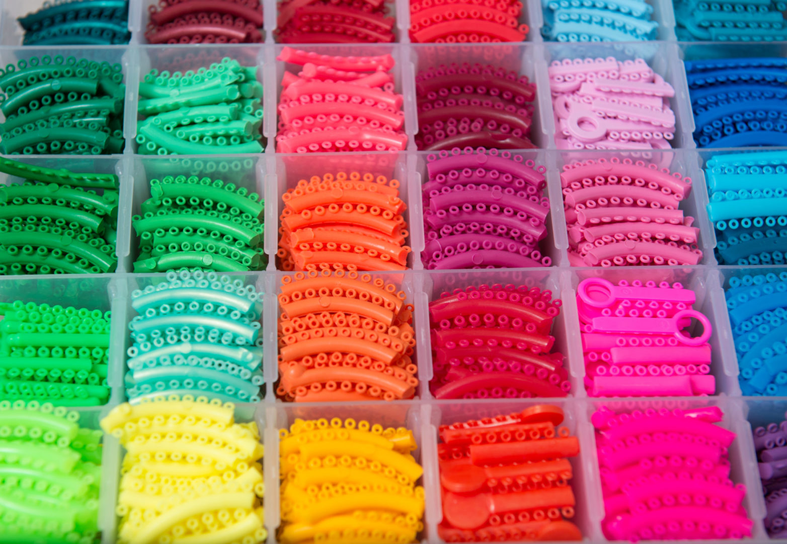 Braces Colors: How to Pick the Best Braces Color for Your Teeth ...